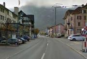 Der Unfall ereignete sich auf der Seestrasse in Hergiswil beim Seehotel Pilatus (links im Bild). (Bild: Google Maps)