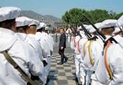 Präsident Emmanuel Macron bei der gestrigen Zeremonie zur Erinnerung an die Anschläge in Nizza. (Bild: Laurent Cipriani/EPA (14. Juli 2017))