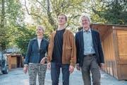 Die Abstimmungssieger auf dem Inseli: Juso-Präsident Linus Petermann (Mitte) und die Stadträte Manuela Jost (GLP) und Adrian Borgula (Grüne). (Bild: Nadia Schärli (Luzern, 24. September 2017))