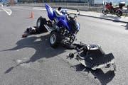 Bei der Kollision wurde das Quad stark beschädigt. (Bild: Kantonspolizei Nidwalden)