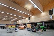 Das neue Feuerwehr- und Werkhofgebäude «Eichenspes» in Kriens wurde vorwiegend aus Schweizer Holz gebaut.Bild: Pius Amrein (28. November 2016)