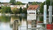 Das idyllische Büsingen am Rhein. Anhand der Telefonzellen und Ortstafeln merkt man, dass es sich um deutsches Territorium handelt. (Bilder: Keystone, Dominic Wirth)