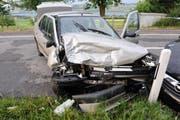 Der Lenker des silbrigen Autos wurde leicht verletzt. (Bild: Luzerner Polizei)