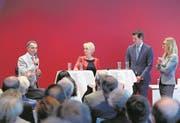 Ignazio Cassis (links), Isabelle Moret und Pierre Maudet waren am Montag in Zug und liessen sich von Nadine Jürgensen interviewen. (Bild: Stefan Kaiser)