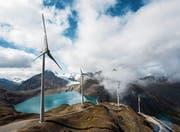 Windturbinen am Griessee auf dem Nufenenpass im Kanton Wallis. (Bild: Olivier Maire/Keystone (23. September 2016))