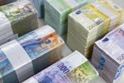 Die Rechnung des Kantons Schwyz schliesst 10 Millionen Franken besser ab als budgetiert. (Symbolbild Keystone)