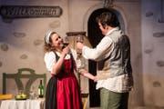 Die Darsteller proben eine Szene bei der Hauptprobe. (Bild: Manuela Jans-Koch)