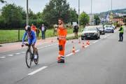Verkehrshelfer weisen während der Paracycling-WM den Weg. (Bild: pd/christian roos)