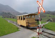 Hölzern statt Stanserhorn-Bahn-Rot: Noch ist unklar, welche Farbe der Wagen erhält. (Bild Oliver Mattmann/Neue NZ)