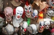 Clownmasken, die derzeit in Chicago zu Halloween angeboten werden. Ob sich dieses Jahr viele Käufer finden, ist eher fraglich.Bild: Getty