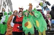 Eine «tierische Gesellschaft» feiert auf der Rathaustreppe. (Bild: Ernst Zimmerli/Neue LZ)