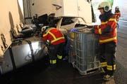 ... und pumpte den restlichen Diesel im Tank ab. (Bild: Freiwillige Feuerwehr Zug)