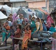 Mitglieder einer pakistanischen Nomadenfamilie in Rawalpindi. (Bild: B. K. Bangash/AP (25. August 2015))