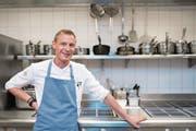 Patrick Mahler (34) in der Küche des Restaurants Prisma im Park Hotel Vitznau. (Bild: Boris Bürgisser (Vitznau, 4. August 2017))