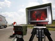 Der junge Autofahrer geriet in eine Radarfalle (Symbolbild) (Bild: Keystone)