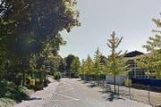 Der Unfall ereignete sich auf Höhe der Bushaltestelle Pfad. (Bild: Google Maps)