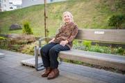 Im Bild ist Berta Isenegger 82j. auf der Terrasse des Seniorenheims Eymatt in Nottwil. (Bild: Roger Grütter (Nottwil, 23. März 2017))