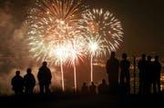 Das Zünden von Feuerwerk ist in der Zentralschweiz am 1. August erlaubt. Zum Wald ist ein Abstand von 200 Metern einzuhalten. (Archivbild Neue ZZ)