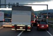 Die Unfallstelle bei der Autobahn-Ausfahrt Baar. (Bild: Zuger Polizei)