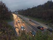Verkehr vor dem Rathausentunnel auf der Autobahn A14. (Bild: René Meier)