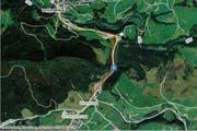 Auf dieser Strecke zwischen Schindellegi und Biberbrugg (rot eingezeichnet) hat der Raser die Polizeipatrouille überholt und ausgebremst. (Bild: map.search.ch)