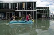 Solche Bilder sollen der Vergangenheit angehören: Hochwasser in Schattdorf im Sommer 2005. (Archivbild Angel Sanchez/Neue UZ)