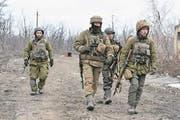 Ukrainische Soldaten kehren erschöpft von der Front zurück. (Bild: André Widmer, Awdijiwka, 15. März 2017)