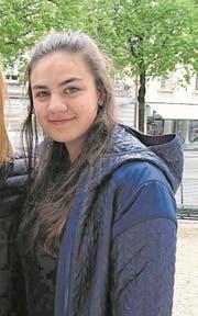 «Den Firmen machen die Politiker Geschenke, aber den Schulen nehmen sie das Geld weg», Phoebe (16), Schülerin aus Luzern. (Bild: Martina Odermatt)