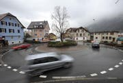Im Jahr 2016 verletzten sich weniger Menschen bei Unfällen auf den Urner Strassen. Hier im Bild ein Kreisel in Altdorf. (Symbolbild UZ)