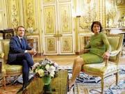 Emmanuel Macron und Doris Leuthard gestern im Elysée-Palast. (Bild: Geoffroy van der Hasselt/Keystone (Paris, 18. Juli 2017))