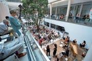 Der Innenhof des Pflegezentrums ist zwar akustisch geeignet, bietet aber für zu wenig Publikum Platz. (Bild: Maria Schmid (Baar, 30. Juli 2017))