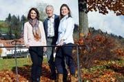 Die Vorstandsmitglieder Cornelia Steiner (links), Hans-Jörg Hasler und Petra Salviti sehen positiv in die Zukunft. (Bild: Werner Schelbert / Neue ZZ)