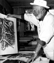 Alois Carigiet in seinem Atelier, 31.8.1972. (Bild: Jules Geiger/Fotostiftung Graubunden/Alois Carigiet Erben)