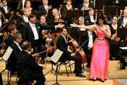 Nicht nur grosse Gesten: Dirigent Christian Thielemann und Anja Harteros mit dem Orchester aus Dresden. (Bild: LF/Matthias Creutziger)