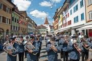 Sempach stand gestern ganz im Zeichen der Blasmusik. Mit dabei beim Marsch durchs Städtli war auch die Musikgesellschaft Doppleschwand. (Bild Dominik Wunderli)
