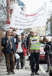 SDA-Journalisten demonstrieren gegen Abbau. (Bild: Peter Schneider/KEY)