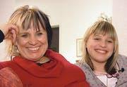 Julia Sakar (rechts) mit ihrer Mutter Jarmila Amadea Misarova. (Bild SF)