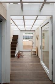 Das Innere des von Studierenden der Hochschule Luzern entworfenen Solarhauses. (Bild: PD)