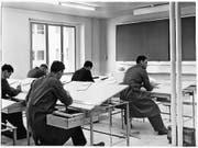 Studenten beim Unterricht (undatiert). (Bild: Archiv Hochschule Technik und Architektur)