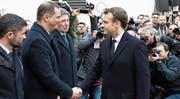 Der Präsident der korsischen Regionalregierung, Gilles Simeoni (links), empfing gestern in Ajaccio Staatschef Emmanuel Macron. (Bild: Ludovic Marin/EPA)