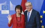 Begegnete der EU auf Augenhöhe: Bundespräsidentin Doris Leuthard am Donnerstag in Brüssel mit EU-Kommissionspräsident Jean-Claude Juncker. (Bild: Olivier Hoslet / EPA (Brüssel, 6. April 2017))