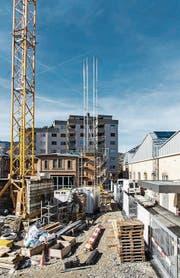 Die neue Installation über dem Kesselhaus erinnert an den 1976 abgerissenen Fabrikschlot. (Bild: PD)