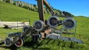 Masten und Rollen der alten Sesselbahn Turren-Schönbühl werden demontiert. Das Bild stammt vom 3. August 2016. (Bild: Markus von Rotz/OZ)