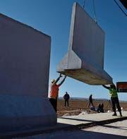 An der türkisch-iranischen Grenze soll eine Mauer gebaut werden, wie sie an der Grenze zu Syrien (Bild) bereits besteht. (Bild: Rauf Maltas/Anadolu (Sanliurfa, 9. Januar 2017))