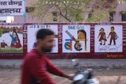 Die Kampagne «Save the Girl Child» von Ministerpräsident Narendra Modi ist omnipräsent, der Erfolg blieb bis jetzt aus. (Bild: Ulrike Putz (Bahrana, 23. März 2018))