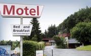 Der Kanton ist interessiert, das Motel Sihlbrugg für die Unterbringung von Asylbewerbern und Flüchtlingen zu mieten. (Bild Werner Schelbert)