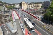 Die rote Farbe muss an der Brücke muss erneuert werden. (Bild: Manuela Jans-Koch (Luzern, 29. April 2010))