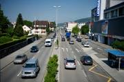 Blick auf die Gemeinde Ebikon mit der Zentralstrasse. (Archivbild LZ)