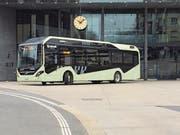 Der Elektrobus von Volvo hat bei einer Testfahrt auch die Buswendeschlaufe beim Bahnhof Zug genutzt.