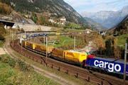 Ein Hupac-Zug bei Wassen auf der Gotthard-Bergstrecke. (Bild: PD)